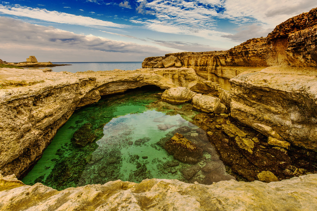 Roca vecchia le grotte della poesia e uno scrigno di for Apprendre a plonger dans la piscine